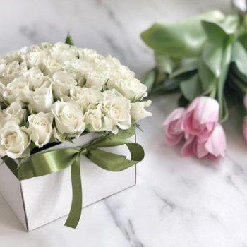 fehér színű rózsadoboz