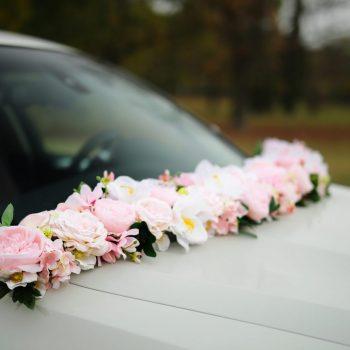Autó dekorárció szélvédőre esküvő