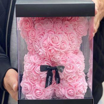 Rózsaszín virágmaci